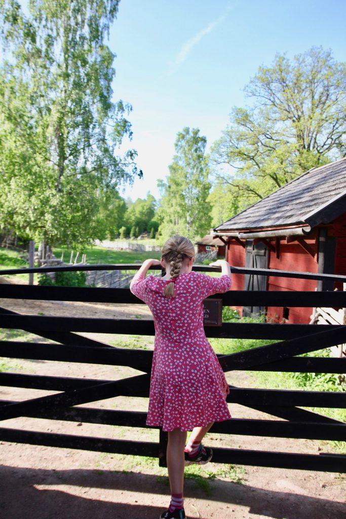 Stensjö by. Resa med barn.