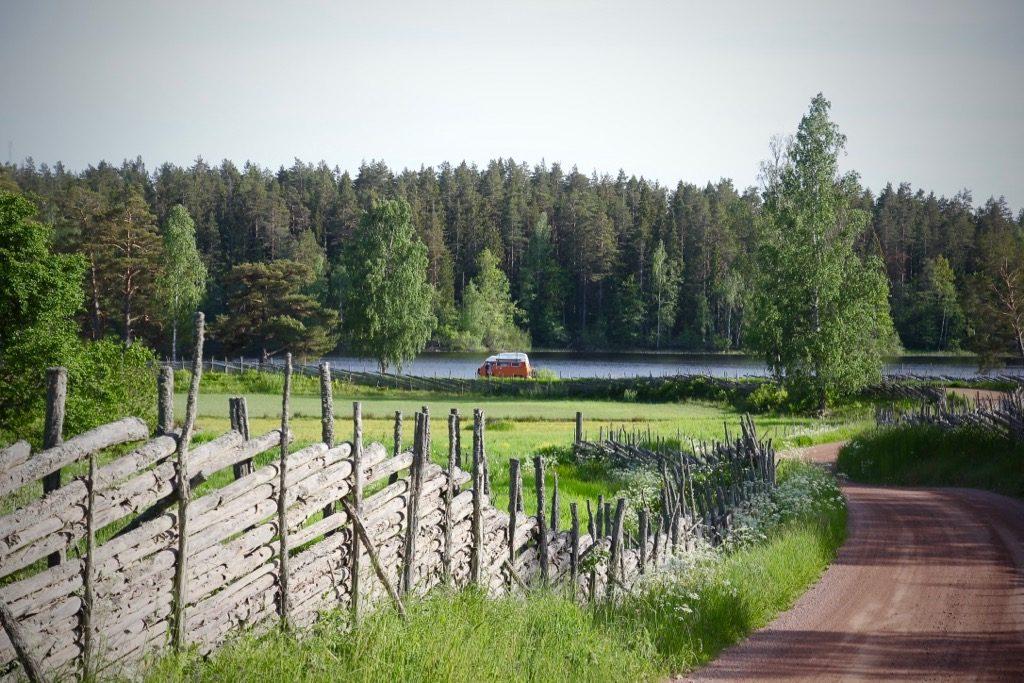 Stensjö by. Sommar.