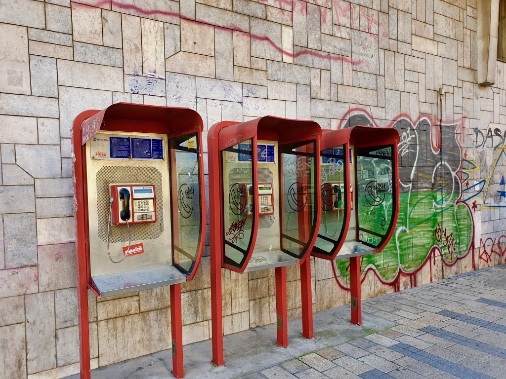 Telefoner i Belgrad.